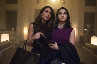 Riverdale: Marisol Nichols e Camila Mendes in The River's Edge