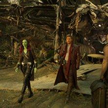 Guardiani della Galassia Vol. 2: Zoe Saldana, Chris Pratt e Dave Bautista in una scena