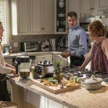 Santa Clarita Diet: gli attori Drew Barrymore e Timothy Olyphant in una foto della serie