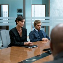 Iron Fist: Finn Jones e Carrie-Ann Moss in una scena