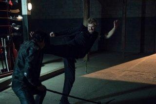 Iron Fist: Finn Jones sfodera una mossa di arti marziali in combattimento