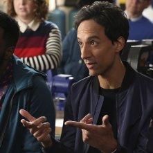 Powerless: una foto degli attori Ron Funches e Danny Pudi