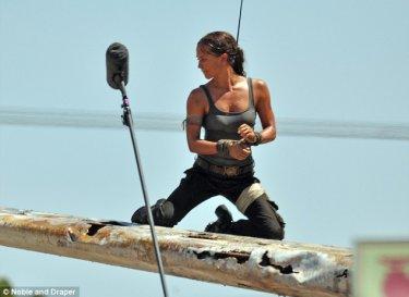 Tomb Raider: Alicia Vikander sul set del film