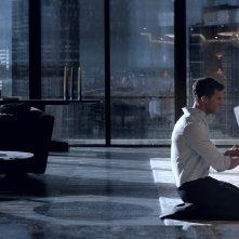 Cinquanta sfumature di nero: Jamie Dornan e Dakota Johnson in una foto del film