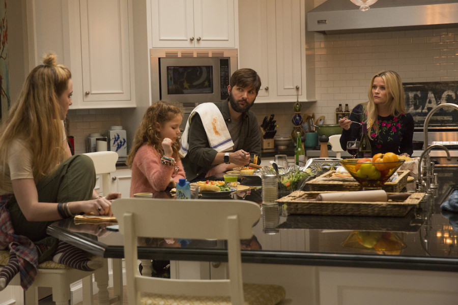 Big Little Lies: Adam Scott e Reese Witherspoon in una foto della serie