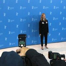 Berlino 2017: Laura Linney davanti ai fotografi al photocall di The Dinner