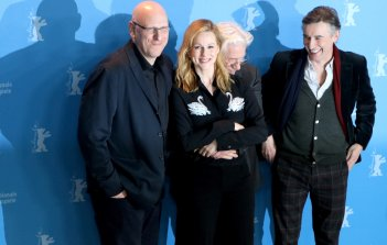 Berlino 2017: Oren Moverman, Richard Gere, Laura Linney e Steve Coogan al photocall di The Dinner