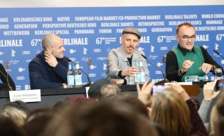 Berlino 2017: Ewen Bremner, Danny Boyle, Jonny Lee Miller alla conferenza di T2 Trainspotting