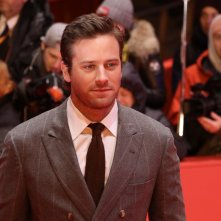 Berlino 2017: Armie Hammer in posa sul red carpet di Final Portrait