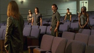 The Walking Dead: una scena di gruppo nell'episodio Ci vuole coraggio