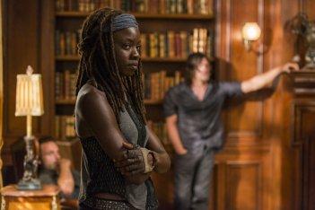 The Walking Dead: Danai Gurira in una scena