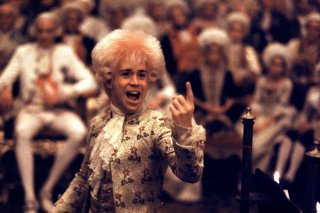 Amadeus: Tom Hulce in una scena del film