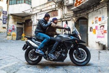 Falchi: Michele Riondino e Fortunato Cerlino in moto in una scena del film
