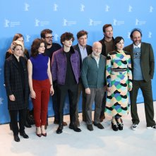 Berlino 2017: Luca Guadagnino, Amira Casar, Esther Garrel, Armie Hammer, Timothée Chalamet con lo scrittore André Aciman al photocall di Call Me by Your Name
