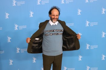 Berlino 2017: Luca Guadagnino al photocall di Call Me by Your Name