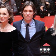 Berlino 2017: Sally Potter, Cillian Murphy, Kristin Scott Thomas sul red carpet di The party