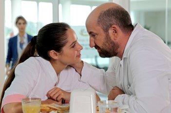 Mamma o papà?: Antonio Albanese e Matilde Gioli in una scena del film