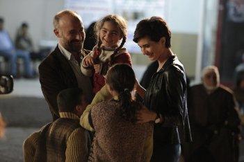 Rosso Istanbul: Halit Ergenç e Tuba Büyüküstün in una scena del film