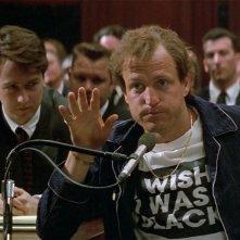 Larry Flynt - Oltre lo scandalo: Woody Harrelson ed Edward Norton in una scena del film