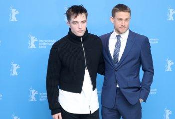 Berlino 2017: Robert Pattinson e Charlie Hunnam al photocall di Z - la città perduta