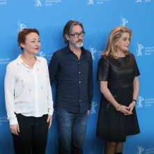 Berlino 2017: Catherine Deneuve, Catherine Frot e Martin Provost al photocall di The Midwife