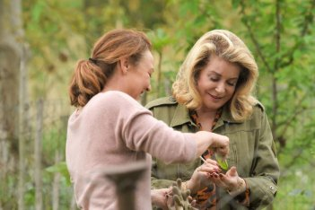 Midwife: Catherine Frot e Catherine Deneuve in una scena del film