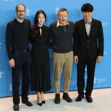 Berlino 2017: Hong Sangsoo, Kim Minhee, al photocall di On the Beach at Night Alone