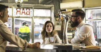 The Bar: Mario Casas e Blanca Suarez in una scena