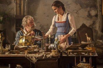 La Bella e la Bestia: Kevin Kline ed Emma Watson in una foto del film