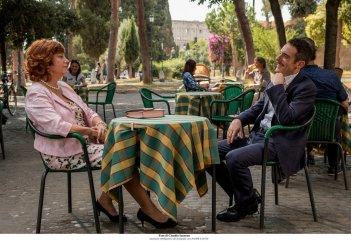 Questione di karma: Elio Germano e Stefania Sandrelli in un momento del film