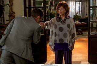 Questione di karma: Elio Germano e Stefania Sandrelli in una scena del film