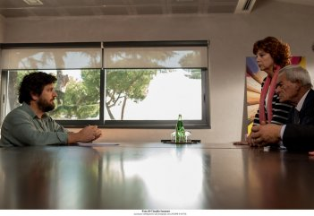 Questione di karma: Eros Pagni, Stefania Sandrelli e Fabio De Luigi in una scena del film