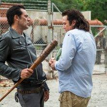 The Walking Dead: gli attori Jeffrey Dean Morgan e Josh McDermitt in Hostiles and Calamities