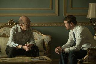 Patriot: Kurtwood Smith e Michael Dorman in una scena della serie Amazon