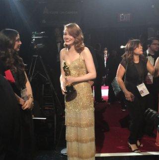 Oscar 2017: Emma Stone nel backstage con la statuetta