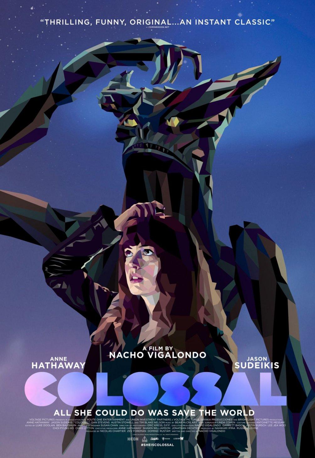 Colossal: un nuovo poster del film con Anne Hathaway