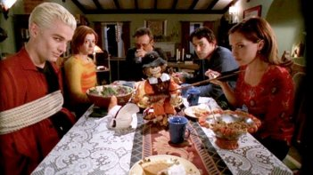 Buffy the Vampire Slayer: la Scooby Gang festeggia il Ringraziamento nell'episodio Pangs