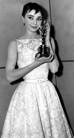 Audrey Hepburn alla cerimonia degli Oscar del 1954