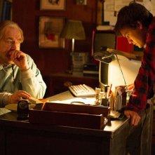 Autopsy: Emile Hirsch e Brian Cox in una scena del film