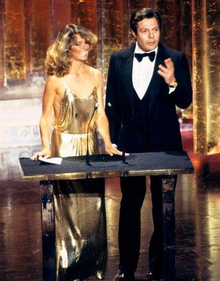 Farrah Fawcett e Marcello Mastroianni alla cerimonia degli Oscar