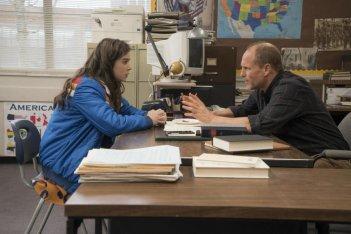 17 anni (e come uscirne vivi): Hailee Steinfeld e Woody Harrelson in una scena del film
