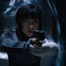 Ghost in the Shell: Scarlett Johansson in una scena del film