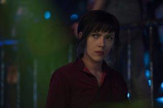 Ghost in the Shell: Scarlett Johansson in un momento del film