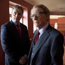 Il viaggio: Toby Stephens e John Hurt in una scena del film