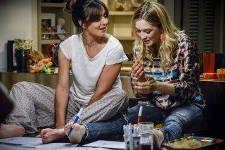 La verità, vi spiego, sull'amore: Ambra Angiolini e Carolina Crescentini in una scena del film
