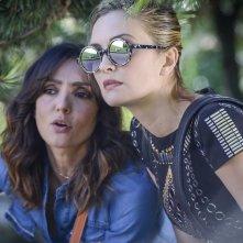 La verità, vi spiego, sull'amore: Ambra Angiolini e Carolina Crescentini in un momento del film