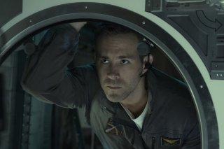 Life - Non oltrepassare il limite: Ryan Reynolds in una scena del film