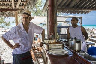 Non è un paese per giovani: Sergio Rubini in una scena del film