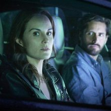 Good Behavior: Michelle Dockery e Juan Diego Botto in una foto della serie