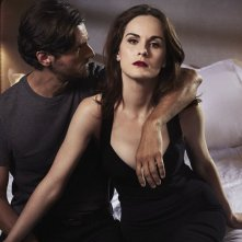 Good Behavior: una foto promozionale di Michelle Dockery e Juan Diego Botto